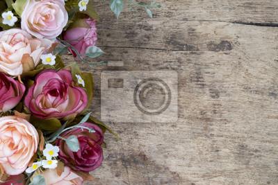Plakat Róża kwiaty na drewnianych tle. Skopiuj miejsca.