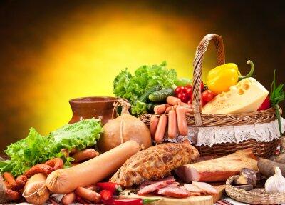 Plakat Różnorodność produktów wędliniarskich.