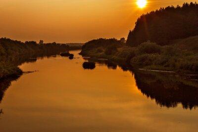 Plakat rzeka w godzinach wieczornych