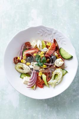 Plakat Sałatka w stylu śródziemnomorskim z fetą i suszonymi pomidorami