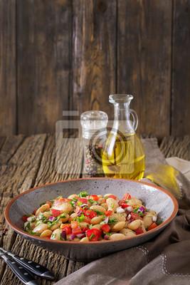 Sałatka z białej fasoli cannellini. Sałatka wegańska. Menu diety.