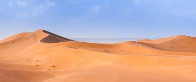 Plakat Sand Dune in the Sahara / In the Sahara Desert, sand dunes to the horizon, Morocco, Africa.