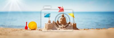 Plakat Sandcastle na morzu w okresie letnim