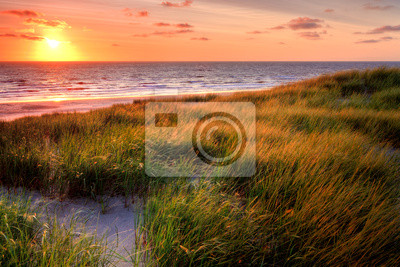 Plakat Seaside z wydm o zachodzie słońca