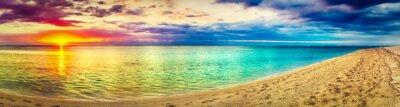 Plakat Seaview o zachodzie słońca. Niesamowity krajobraz. Piękna plaża panorama