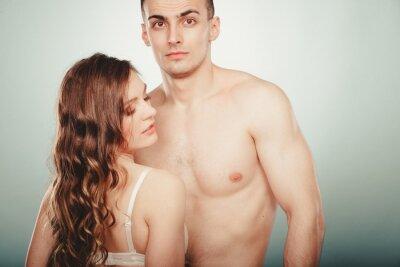 Plakat Sexy para. Pół nagi mężczyzna i kobieta w bieliźnie.