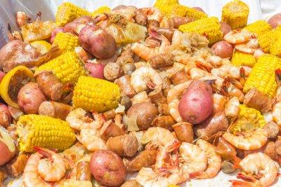 Plakat Shrimp Boil Heap: Shrimp boil heap with corn, baby potatoes, mushrooms, sausage, and lemons.