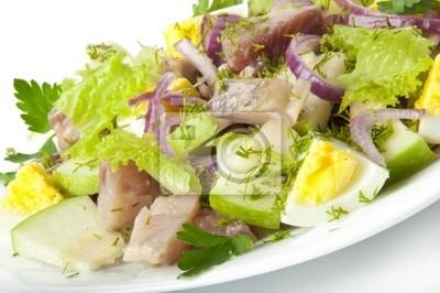 Śledziowe sałatki, jabłka i jajka