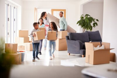 Plakat Smiling Family Carrying Boxes Into New Home On Moving Day