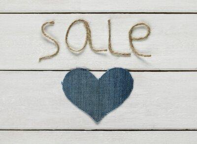 sprzedaży napisów z sznurka w dłoni i denim serca na białym tle drewniane dla projektu sklepu