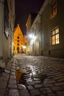 Plakat Średniowieczna ulica w starego miasta w nocy
