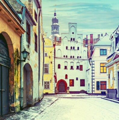 Plakat Średniowieczne budowle starego miasta w Rydze, Łotwa, Europa