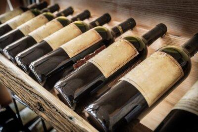 Plakat Stare butelki wina na półce wina.