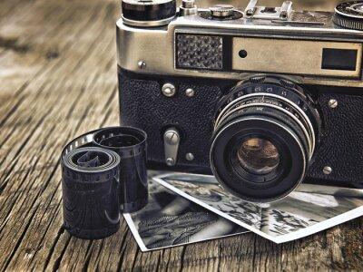 Plakat starego rocznika zbliżenie kamery na tle drewniane