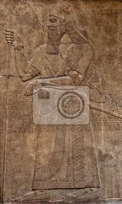Plakat Starożytna asyryjski relief gliny przedstawiająca wojownika z mieczem