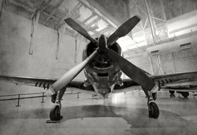 Plakat Stary samolot w hangarze