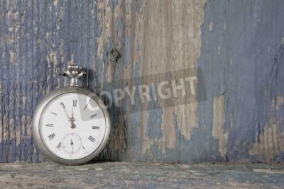 Plakat Stary zegarek kieszonkowy na rustykalne zabytkowych drewnianych w stylu shabby chic