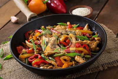 Stir fry z kurczaka, papryka słodka i fasolka szparagowa