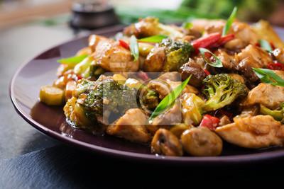 Stir fry z kurczaka, pieczarki, brokuły i papryka - chińszczyznę