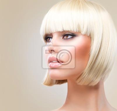 Plakat Strzyżenie Piękna Dziewczyna Z Blond Krótkie Włosy Zdrowe