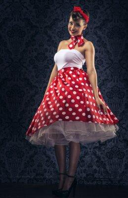 Plakat Styl vintage - Kobieta jest zabytkowe pokój w kropki ubrania