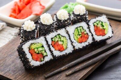 Plakat Sushi roll z łososiem i krewetkami