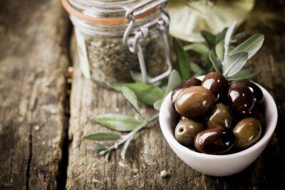 Plakat Świeże oliwki czarne i zioła