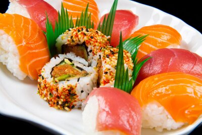 Plakat świeże sushi tradycyjne japońskie jedzenie