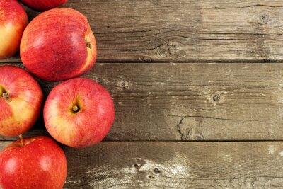 Plakat Świeżo zebrane jabłka, od strony granicy na tle tamtejsze wieku drewna