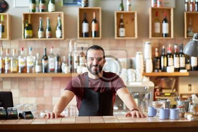 Plakat Szczęśliwy człowiek, barman lub kelner w barze