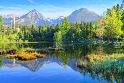 Plakat Szczyrbskie Jezioro jezioro górskie w Parku Narodowym Wysokie Tatry, Słowacja, Europa