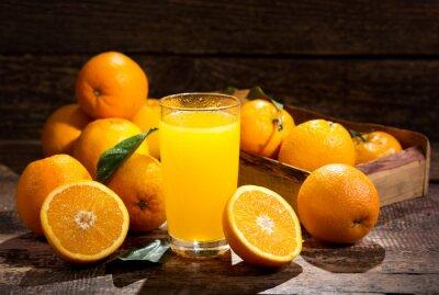 Plakat Szklanka soku pomarańczowego ze świeżymi owocami