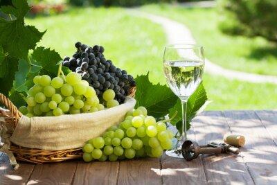 Plakat Szkło białe wino, czerwone i białe winogron