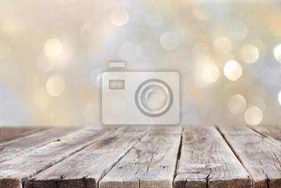 Plakat tamtejsze tabeli drewna przed brokatem srebrnej i złotej jasny bok