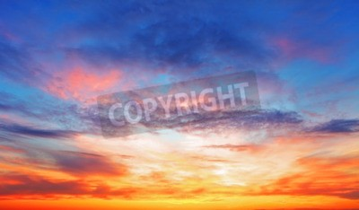 Plakat Tekstura z jasnym niebie wieczorem podczas zachodu słońca