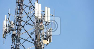 Plakat Telecom maintenance. Man climber on tower against blue sky background