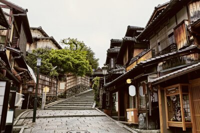 Plakat Traditional Japanese architecture in the Higashiyama District of Kyoto, Japan.