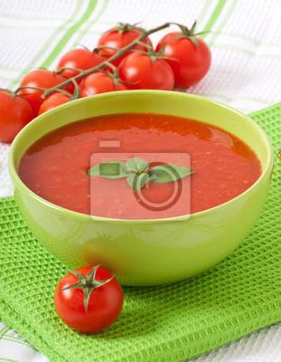 Tradycyjna dieta gorący świeże zupa pomidorowa z bazylią