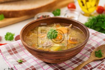Tradycyjna rosyjska zupa z kapustą - zupa z kiszonej kapusty.