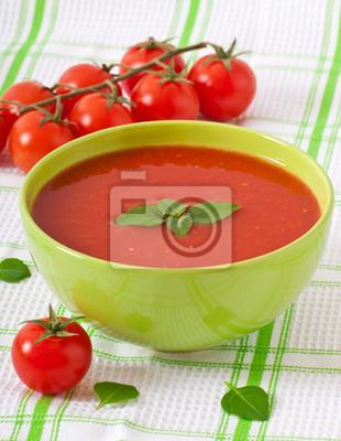 Tradycyjna zupa pomidorowa hot świeże dieta z bazylią