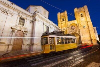 Plakat Tramwaj przed Katedra w Lizbonie w nocy