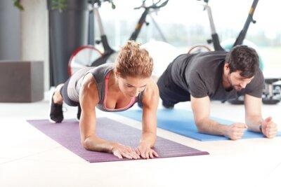 Plakat Trening w klubie fitness