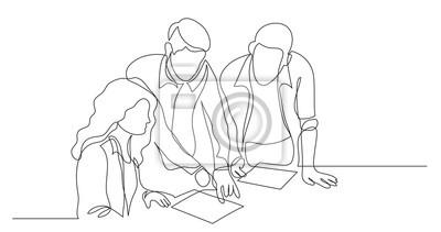 Plakat trzech współpracowników omawiających projekt na papierze - jeden rysunek linii