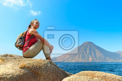 Plakat Turystą z plecak relaks na skale