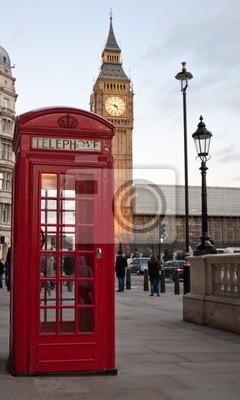 Plakat Typowe czerwone budki telefonicznej w Londynie z Big Ben w bac