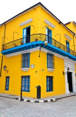 Plakat Typowe kolorowe dom w Starej Hawanie na białym