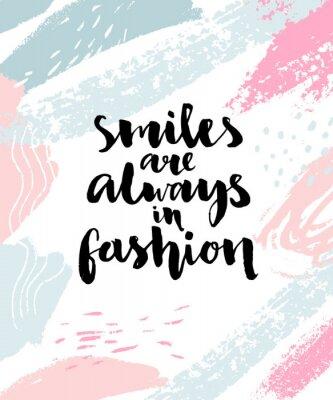 Plakat Uśmiechy są zawsze modne. Inspirujące kaligrafia cytat na streszczenie tło pociągnięcia pędzlem