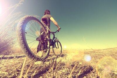 Plakat Vida saludable.Deporte pl bicicleta.Paisaje y puesta de sol en estilo rocznika