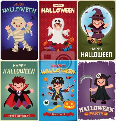 Vintage plakat Halloween z wektora wampirem, mumia, duch, czarownica, żniwiarz, pirackie znaki.