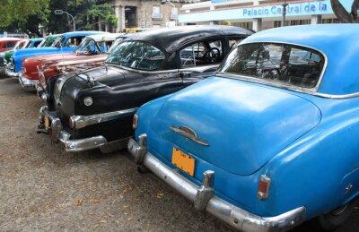 Plakat Vintage samochodów zaparkowanych na ulicy w Hawanie, Kuba